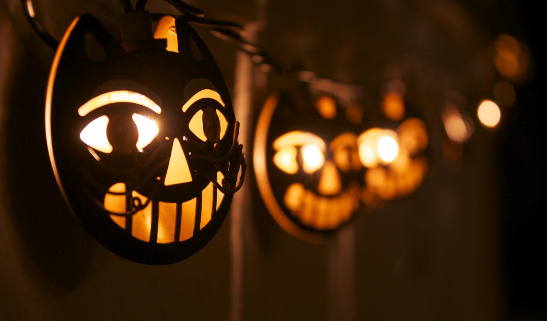 String of cat face Halloween decorative lights