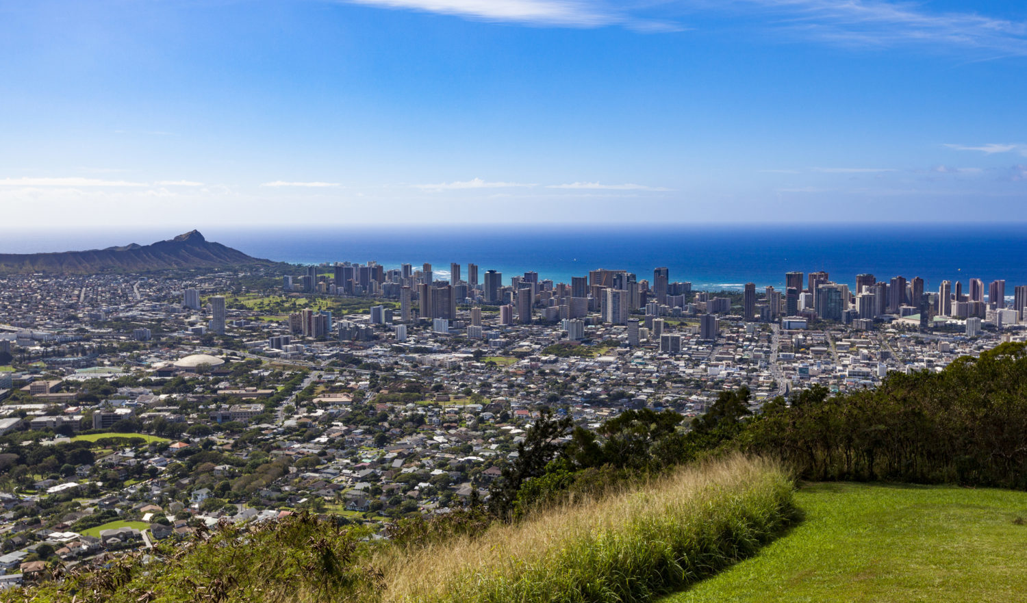 beautiful look over downtown honolulu, diamond head crater and the pacific ocean, oahu island, hawaii islands.